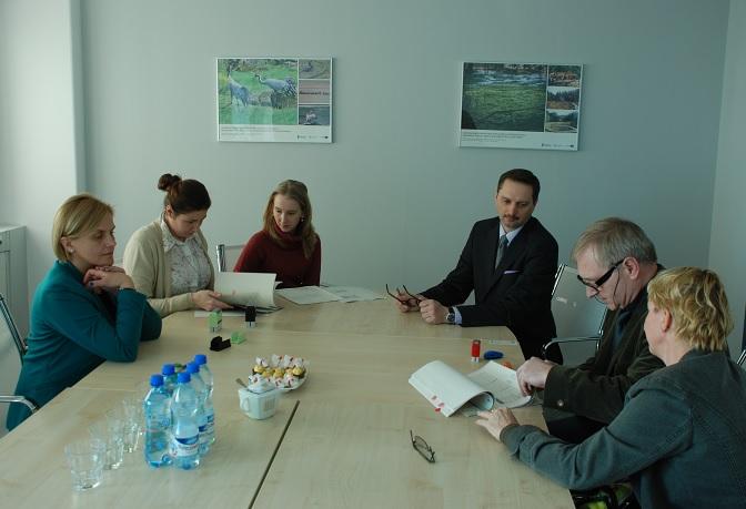 """Podpisanie umowy pomiędzy Centrum Koordynacji Projektów Środowiskowych a Stowarzyszeniem """"Człowiek i Przyroda"""""""
